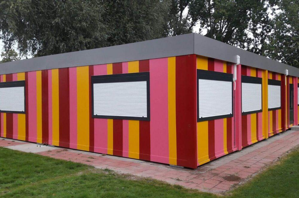 school te Steenbergen gevel beplating voorzien van  3 kleuren facade folie